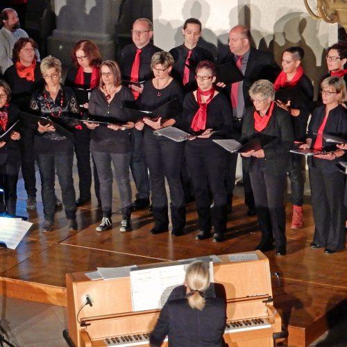 Auftritt des Chores beim Festival der Jungen Chöre in der Kirche in Giengen 2016