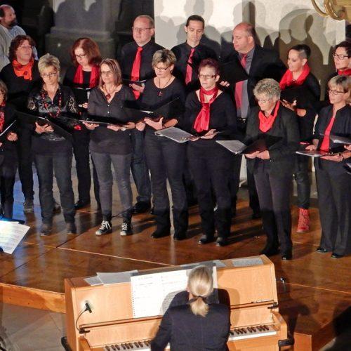 Chor beim Festival der Jungen Chöre in der Kirche in Giengen 2016