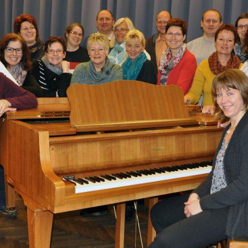 total vokal mit Chorleiterin Julia Oszfolk