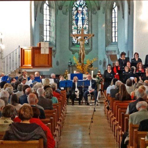 total vokal und der Posaunenchor Herbrechtingen in der evangel. Klosterkirche Herbrechtingen am 21. April 2018 - ein gelungener Auftritt!